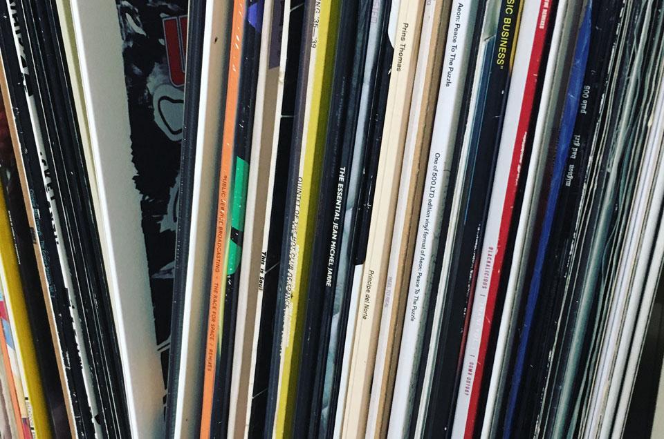 Jamcafe DJ (close up on vinyl covers)